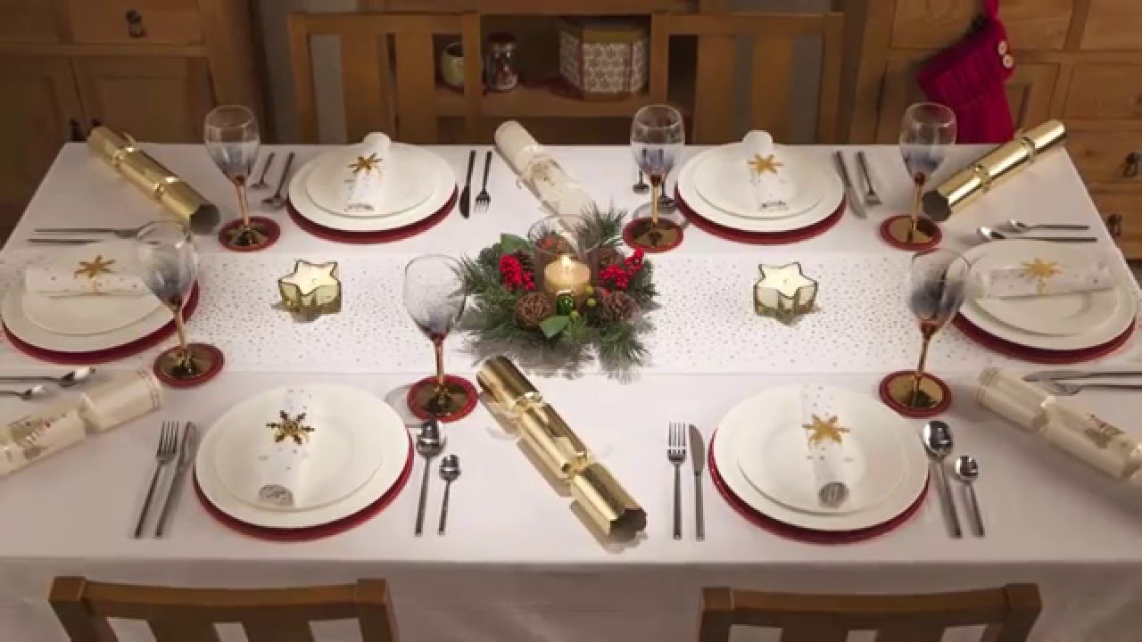 Holly ivy christmas table dressing youtube Christmas table dressing