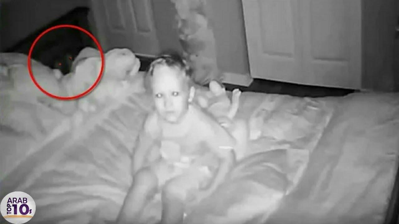 شكت الأم في تصرفات إبنها .. فوضعت كاميرا مراقبة .. و عندما فتحت الفيديو شاهد ماذا وجدت