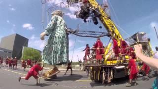 Royal de Luxe : la meilleure façon de faire marcher un géant...