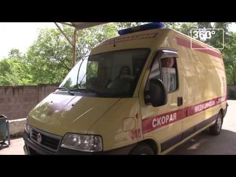 Опубликовано видео, как пациент бросил в хирурга стул в Хабаровске