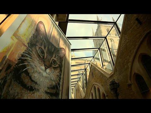 شاهد: كاتدرائية بريطانية تكرم قطة شاردة بنحتٍ يخلد ذكراها…  - 06:21-2018 / 8 / 10