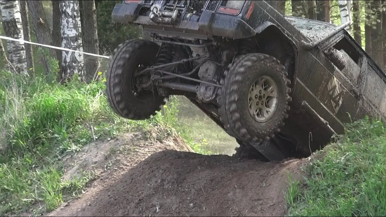 SUVs in Off-Road race