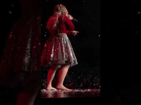Kelly Clarkson 'Underneath the Tree' live at MIB