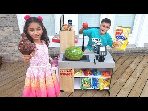 Heidi Play Grocery Store market Toys and Helping Customers!