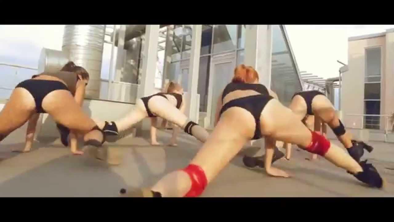 Члены танец попки при сексе вечеринка одна троих