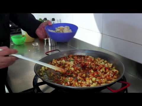 C mo cocinar paella de bacalao youtube - Como cocinar paella ...