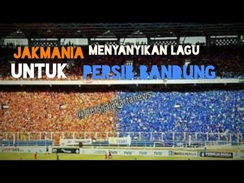 Respect!! Jakmania menyanyikan lagu persib Bandung jadi juara~