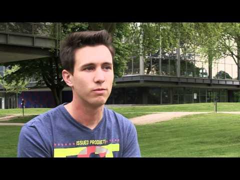 Frank-Michael (21) ist schwul (Hamburg)