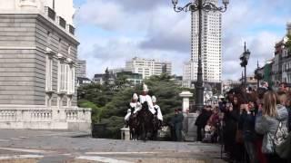 Торжественная смена караула (Королевский Дворец - Мадрид)(, 2015-10-31T15:25:45.000Z)