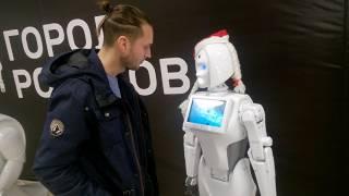 Робот Кики шутит