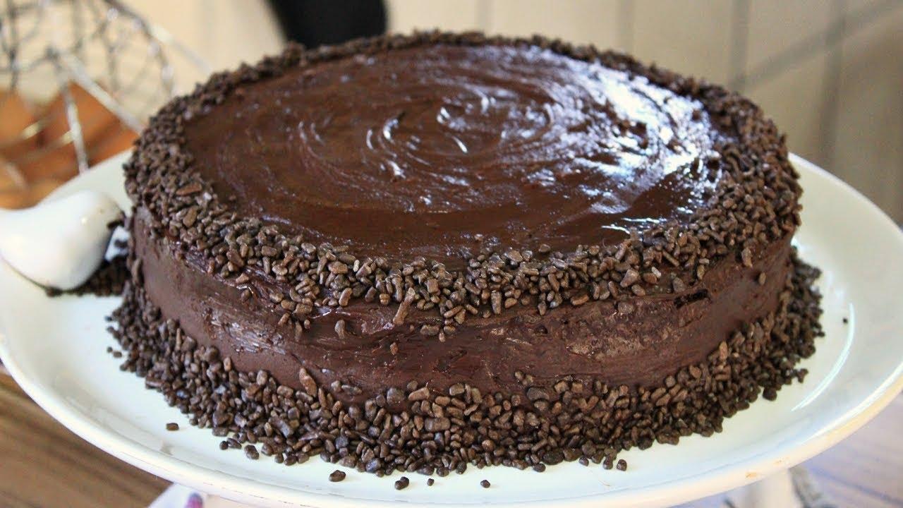 Bolo de chocolate para aniversario