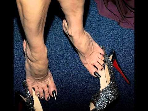 mary-louise parker feet long toenails