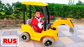 Никита застрял на детской машинке в луже