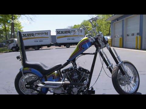 Paul va livrer une moto à un client ravi et ému !