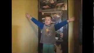 Mladi Apostol Alen pjeva Vucine hitove