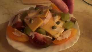 Деликатесный салат с куриным рулетом