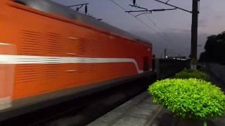 7202次貨物列車通過石龜車站