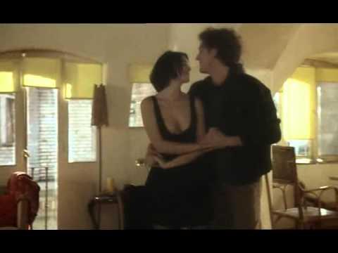 Monica Bellucci Vincent Cassel Dance In L Appartement Youtube