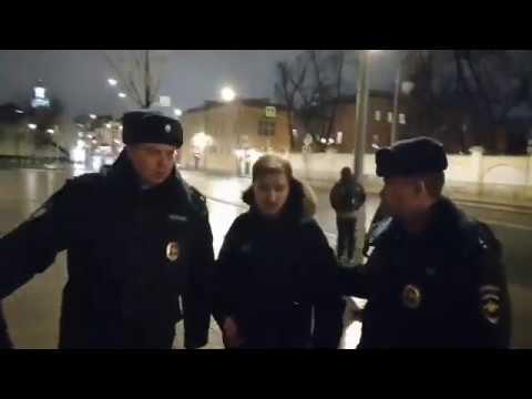 Видео: Полицейские задержали активиста «Бессрочки» после одиночного пикета