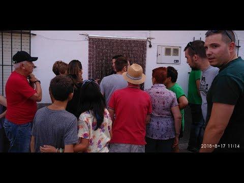 Toro entra en una casa en Villarino