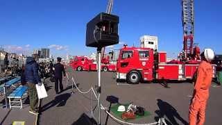 先着券ありの人が昇れるはしご車搭乗体験の様子です。東京消防庁出初式...