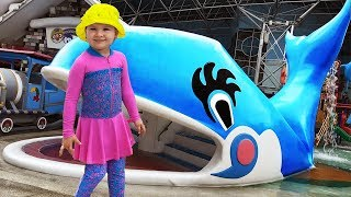 Roma and Diana playing at the WaterPark, Baby Shark Song