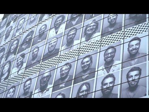 شاهد: تغطية واجهة الأوبرا في باريس بصور أفراد طواقم طبية تقديرا لمكافحتهم كورونا…  - نشر قبل 24 ساعة