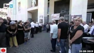 Funerale di Vittorio Casamonica le note del Padrino carrozza con cavalli e lancio da elicottero