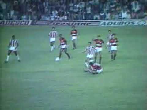 Em 1985, Zico se torna vítima da violência de Márcio Nunes, doBangu