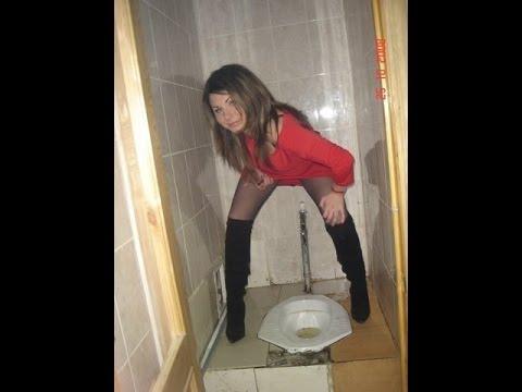 Фото телок обсыкают в туалетах, большая жопа черномазой