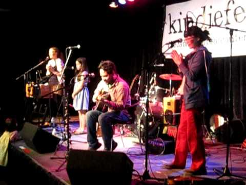 Elizabeth Mitchell - Little Liza Jane (Live at Kindiefest 2011)