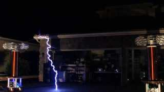 Repeat youtube video Flux Pavilion The Scientist on Tesla Coils