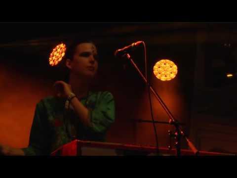 """La Femme (""""Mystère"""", """"Psycho Tropical Berlin"""") : """"Septembre"""" live, juin 2017."""