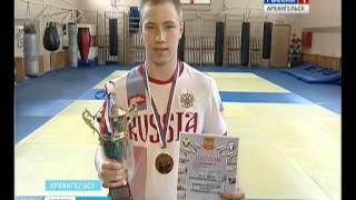 В Архангельск с победой из Севастополя вернулся боксер Ярослав Безсолов