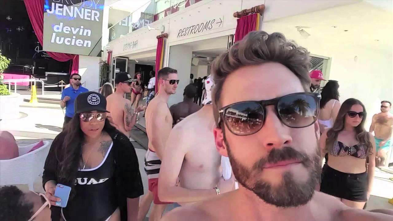 Download How Models Do Las Vegas Pool Parties