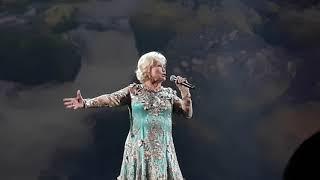 Екатерина Шаврина - Гляжу в озёра синие. Праздничный концерт ко Дню российского флага.