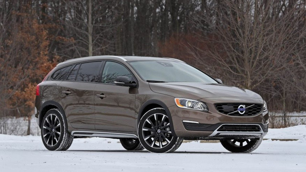 2017 volvo v60 cross country t5 drive e awd full review the crossover boom exploding youtube. Black Bedroom Furniture Sets. Home Design Ideas