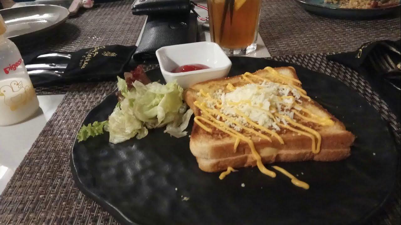 Java Terrace Kitchen Bar Harris Hotel Bekas Rumah
