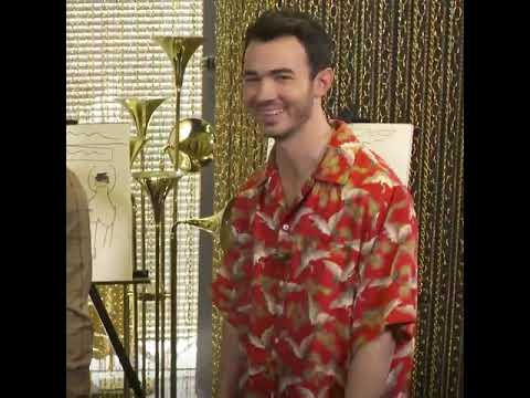 Jonas Brothers Draw Their Happiness Begins Album Cover On MTV