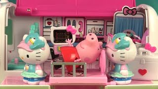 Aujourd'hui, nous allons jouer avec ce coffret Docteur et hôpital ambulant de Hello Kitty (en anglais « Hello Kitty Rescue Set »). Il contient une ambulance qui ...
