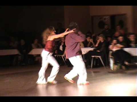 Isaac Bationon bailando salsa cubana