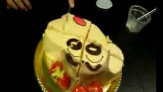 優花ケーキを切る