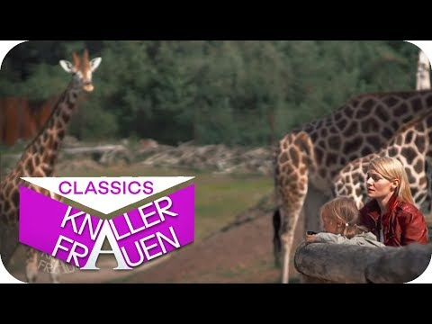Peinlich: Sexszene im Zoo erklären [subtitled] | Knallerfrauen mit Martina Hill