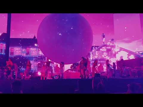 Ariana Grande - 7 Rings (Coachella 2019 Weekend 2)