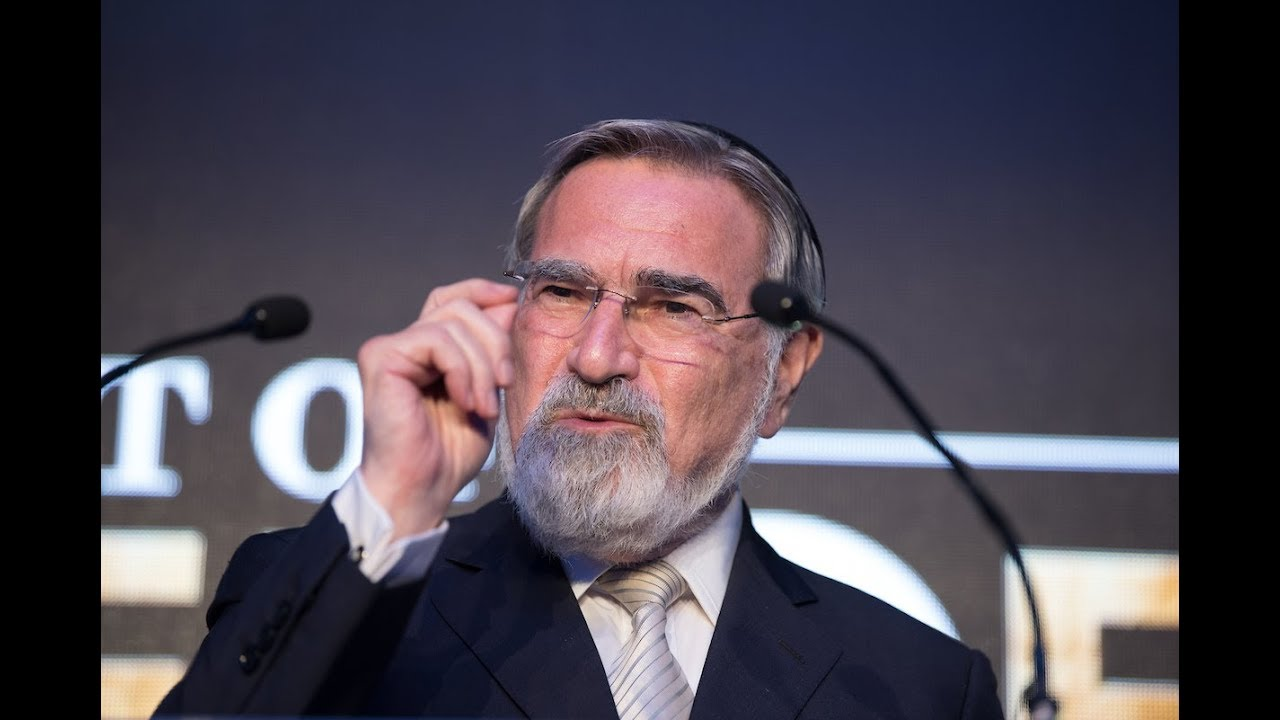 Rabbi Sacks honoured at the Night of Heroes