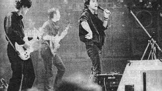 Группа КИНО - В наших глазах (28.10.1988 год СКК им. Ленина) смотреть онлайн в хорошем качестве - VIDEOOO