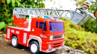 はたらくくるま 大きなはしご消防車のおもちゃを紹介するよ♪ 音が鳴って光る! サウンド&ライト ぼくのまちのはたらく車 Fire Engine Toy