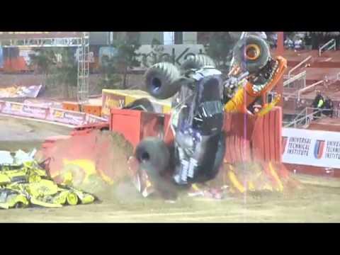 Monster Jam Las Vegas >> Amazing Monster Truck Double Backflip - YouTube
