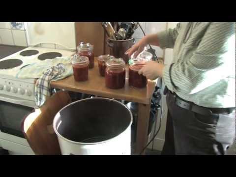 hackbällchen-oder-frikadellen-mit-tomatensoße-einkochen