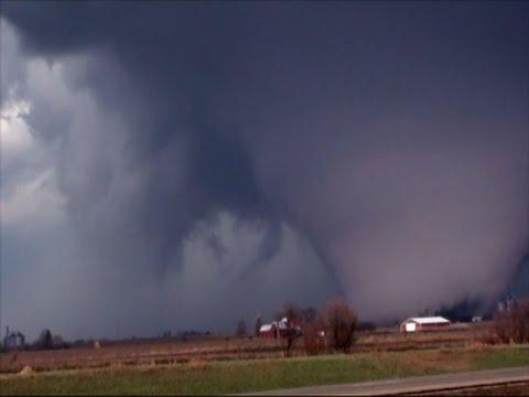 Raw: Deadly Tornado Strikes Illinois